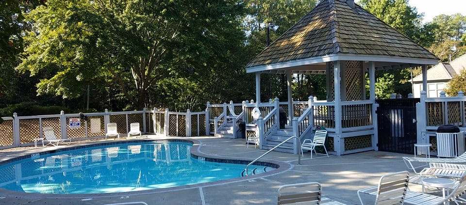 One Bedroom Condo At The Oaks Of Dunwoody - Pool